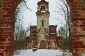 Церковь во имя Покрова Пресвятой Богородицы, обнесенная оградой