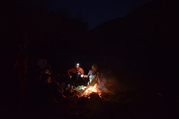 Вечерние посиделки у костра