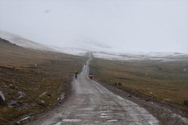 Подъём на перевал Калмак-Ашуу