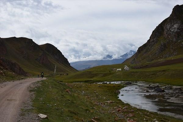 Спуск вдоль реки Карасаз