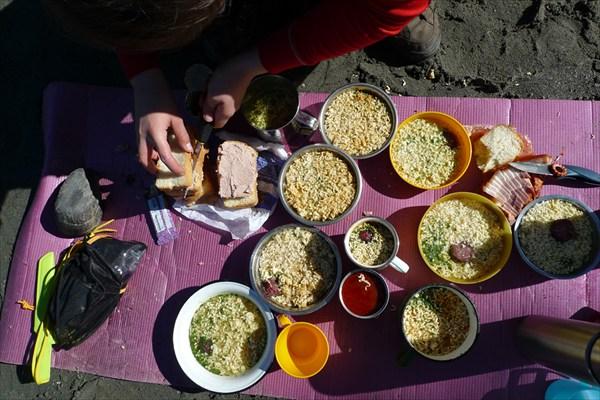 Завтрак туриста или завхоз за работой