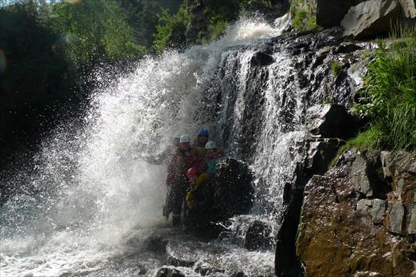 В водопаде