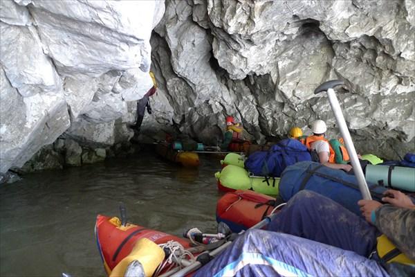 Пещера (грот) на воде