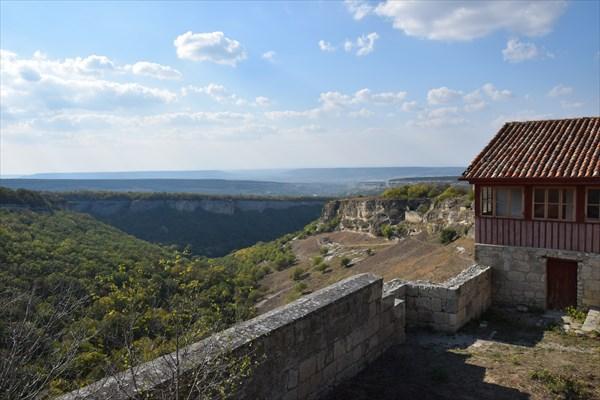 Вид с Чуфут-Кале на Иосафатову долину