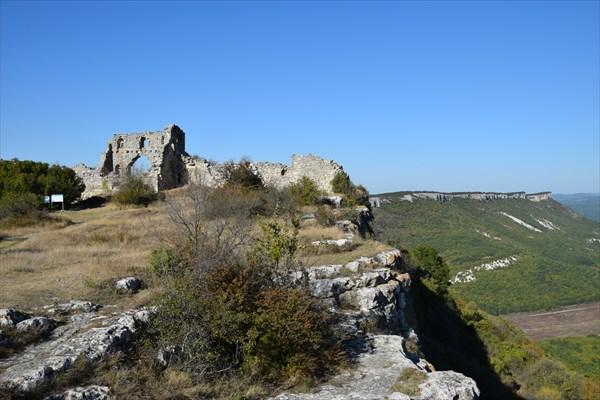 Развалины на Мангуп-Кале