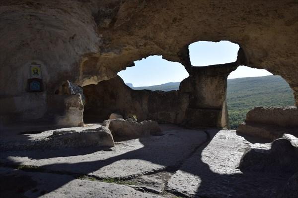 """Храм """"Успения"""" (13 век)"""