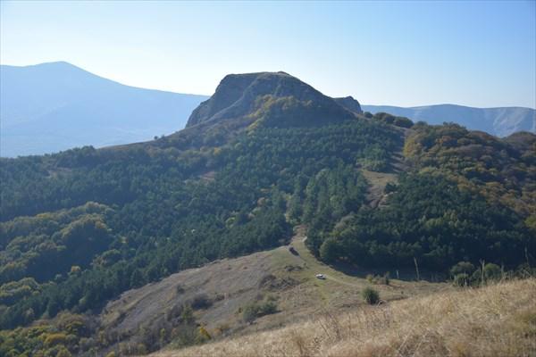 Гора Лысый Иван (1128 м.) и оставшийся внизу перевал МАН