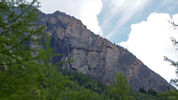 Скалы в долине Жомболока