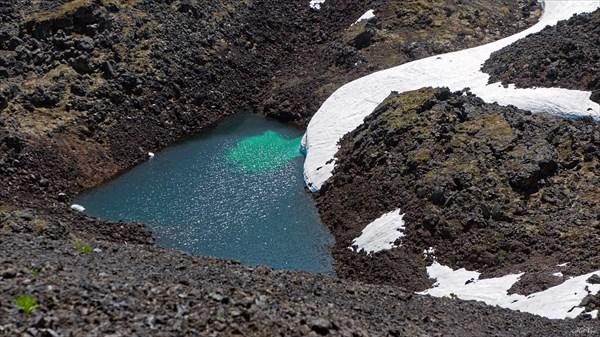 Ледниковое озеро под вулканом Кропоткина
