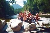 вся команда перед водопадом Хармын Дулю