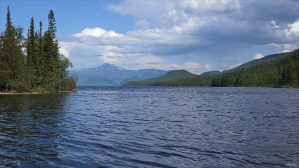 Вид с протоки в сторону верхнего Небесного озера