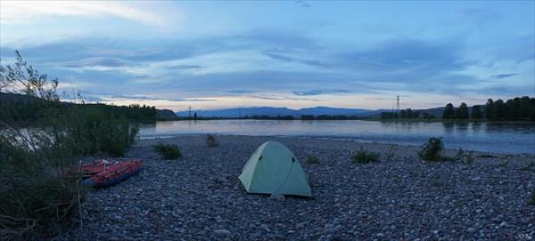 Ночевка на галечном острове перед Кызылом