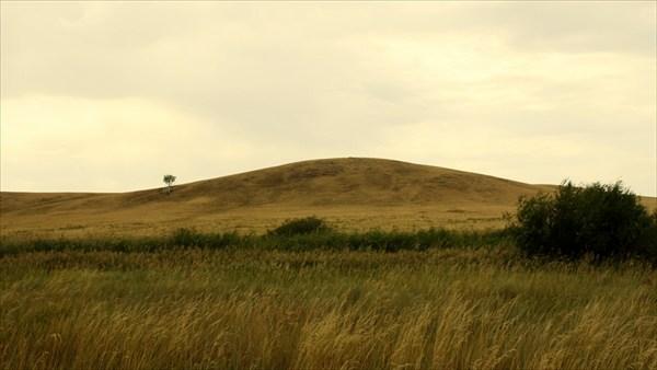 Вид на гору Предков от реки.