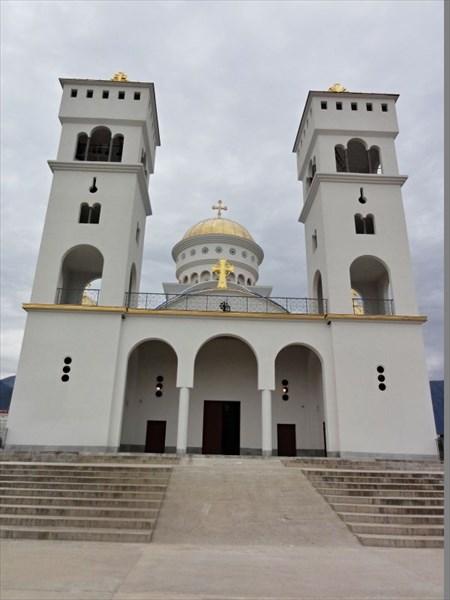 Храм св.Йована-Владимира.