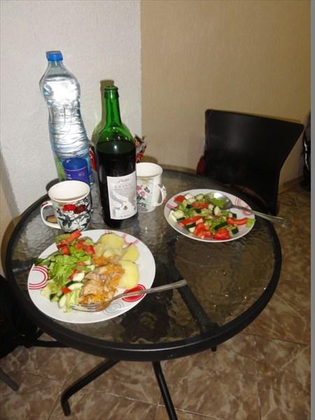 Ужин в хостеле.