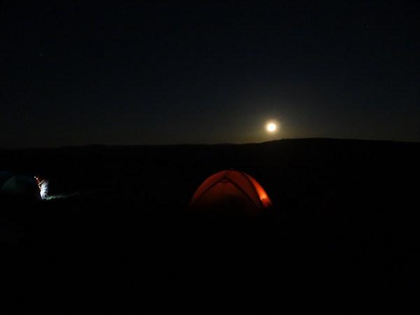 Лагерь под луной