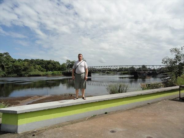 На набережной реки г. Синнамари