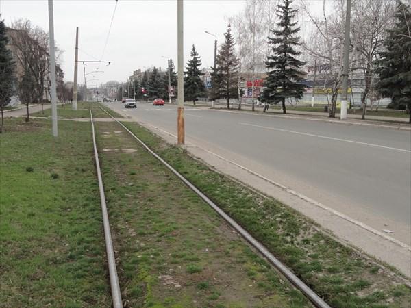 Трамвайные линии в городе однопутные, с разъездами