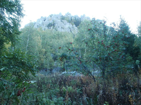 Первая вершина Двуглавой, пока вид снизу.