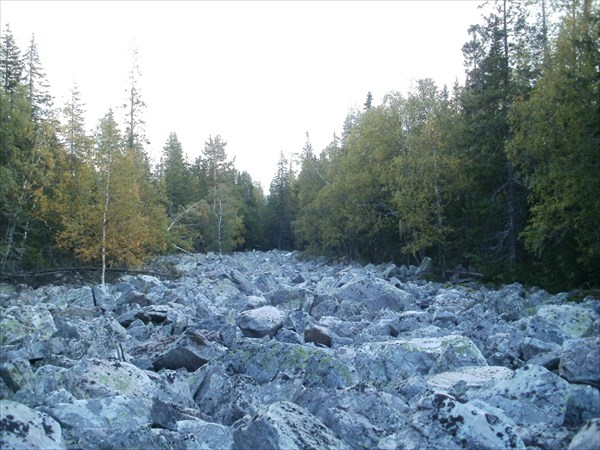 Спускаюсь по каменной речке