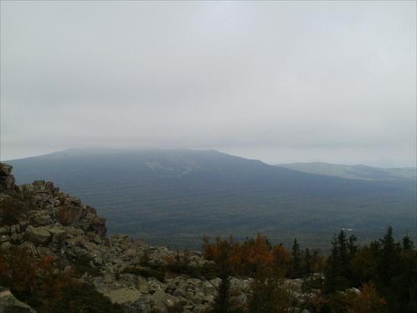 Вершина Дальнего Таганая скрыта облаками