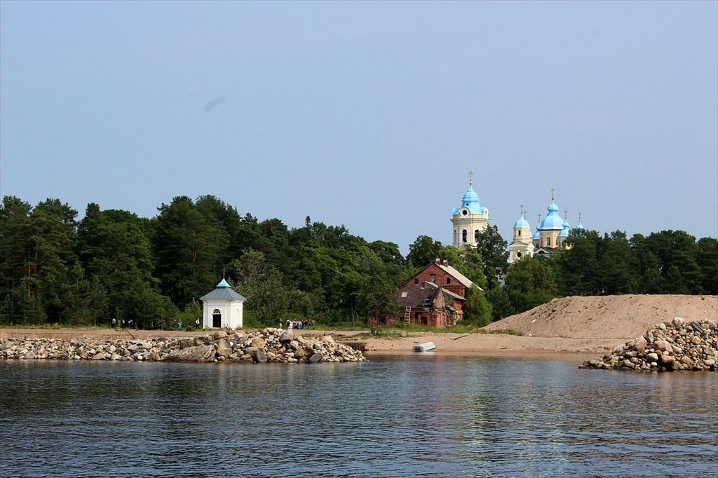 Купола Коневского монастыря