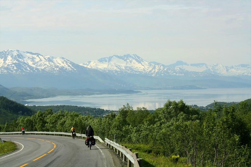 Спуск к Ofotfjorden'у. Bjerkvik прямо внизу