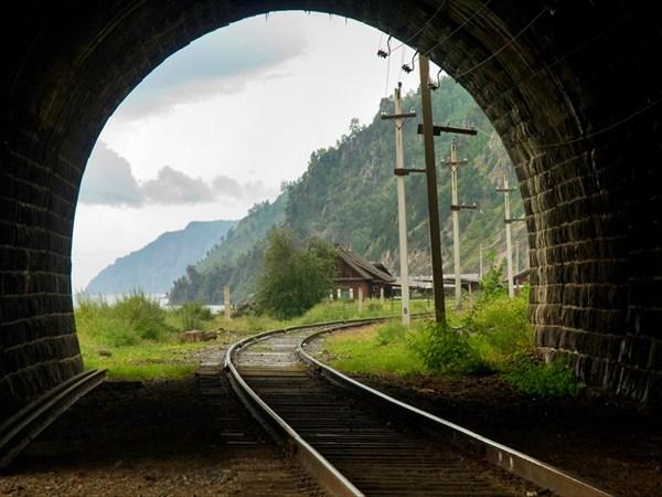 Наш поезд прибывает на станцию...