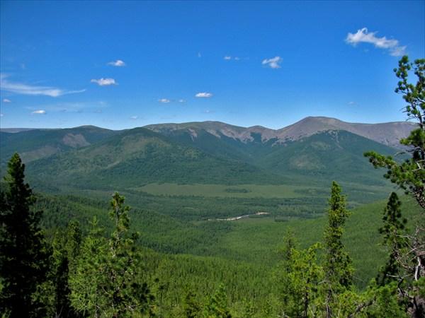 Вид на долину р.Снежная.