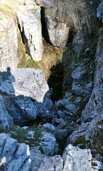 красивый вход, но на 10 метрах каменый завал
