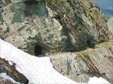 Входы в штольни молибденового рудника