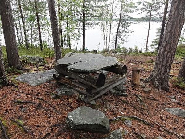 Стол из каменной плиты