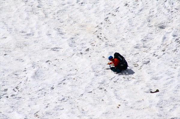на фото: Спуск с перевала Локомативцев