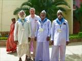 Служащие-савадалы ашрама Шри Сатья Саи Бабы