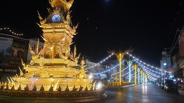 Часы на площади Чианграя