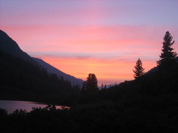 Рассвет в долине Орзагая.