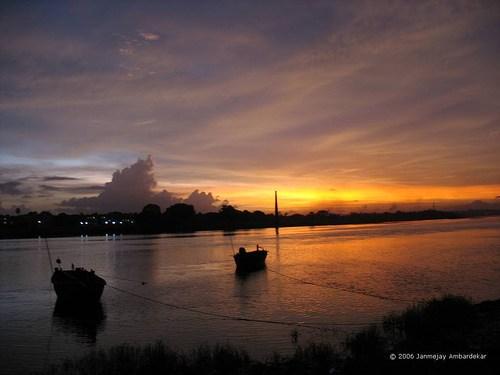Creek_view_from_Ganesh_Ghat,_Kalyan,_India