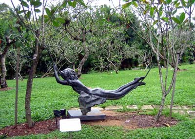 Памятник девочке