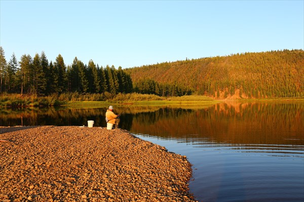 Одинокий рыбак