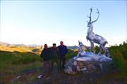 Стела на перевале Ольчан