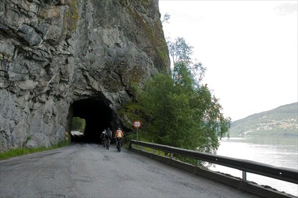 Через туннель.