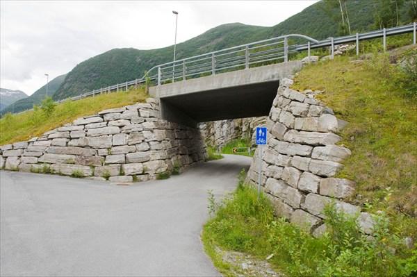 Дорожки есть, но велосипедистов мало.