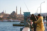 Мост Галата через бухту Золотой рог