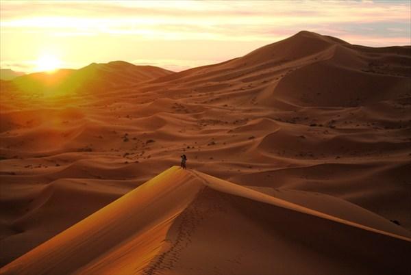 восход в песках