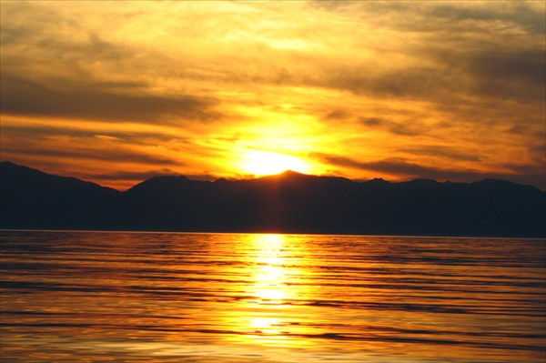 на фото: Фото 41. Здесь солнце садится за горы, а не за крыши домов