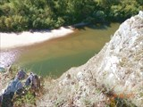Прозрачная вода позволяет разглядывать красоты на дне