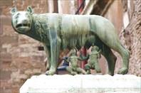Рим. Волчица, кормящая Ромула и Рема.