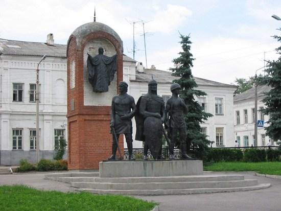 на фото: 1-Памятник