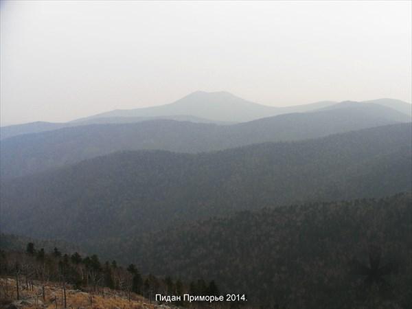 Вид с вершины Пидан.