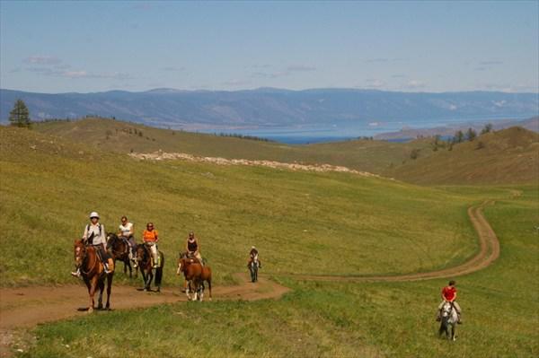 По Байкалу на конях